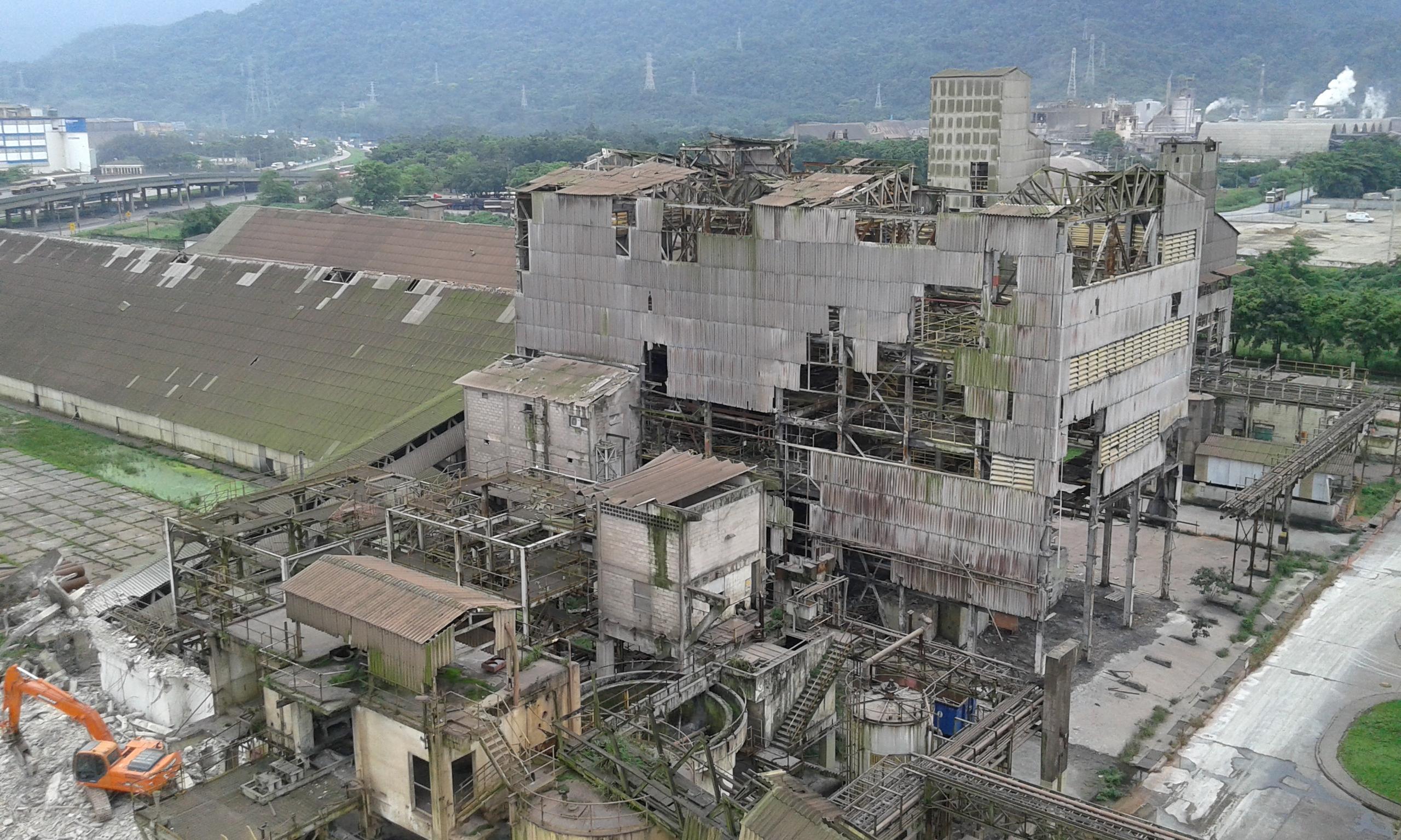 Demolição de Fábricas